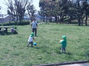 近くの公園で